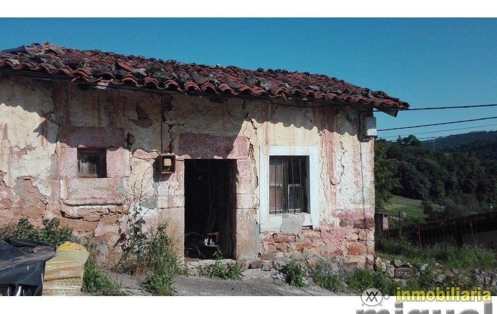 Se vende casa de piedra para rehabilitar  con jardín en Cades