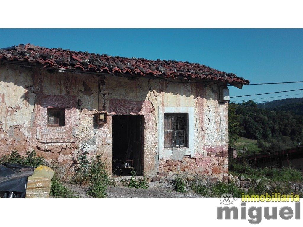 (V2146) Se vende casa de piedra para rehabilitar  con jardín en Cades