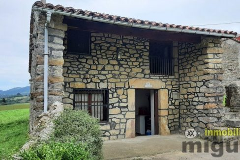 Se vende casa rehabilitada con terreno y garaje en Casamaria