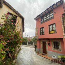Se vende casa de piedra con patio/terraza en el centro de Colombres