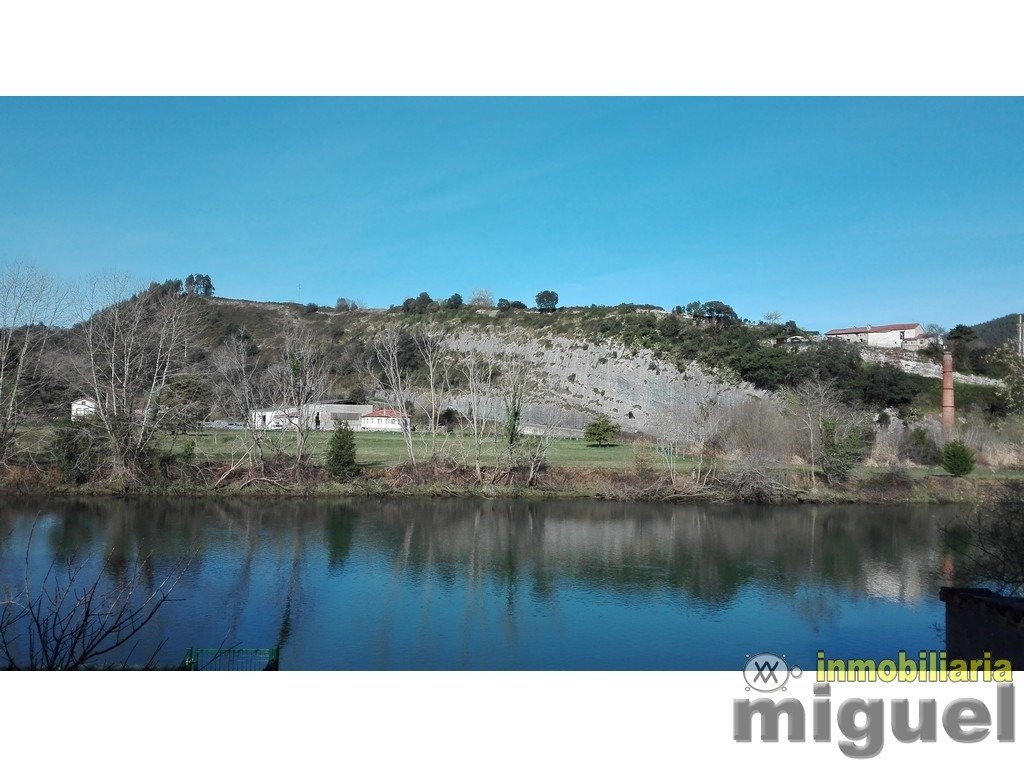 (V2107) Se vende casa tradicional con jardín y vistas al Rio Deva, en Unquera