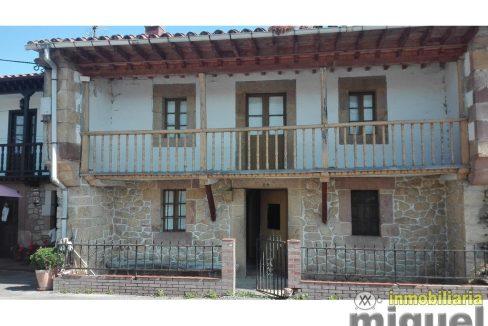 Se vende gran casa de piedra con cuadra anexa en Herrerias
