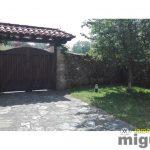 Se vende casa de piedra completamente rehabilitada con amplio jardín en Colombres