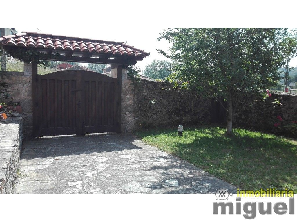 (V1734) Se vende casa de piedra completamente rehabilitada con amplio jardín en Colombres