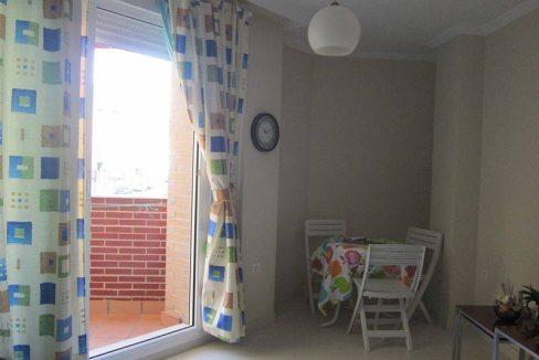 Se vende piso con amplia terraza en el centro de Unquera